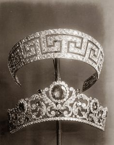 Diamonds, pearls and precious stones from the French collection of crown jewels 1887