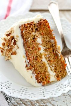 The Best Carrot Cake w/ Cream Cheese Frosting This is my favorite recipe for homemade carrot cake! This cake is so easy to make, perfectly moist, and topped with an easy homemade cream cheese frosting. Homemade Frosting Recipes, Homemade Carrot Cake, Easy Carrot Cake, Healthy Carrot Cakes, Easy Cake Recipes, Baby Food Recipes, Baking Recipes, Dessert Recipes, Desserts