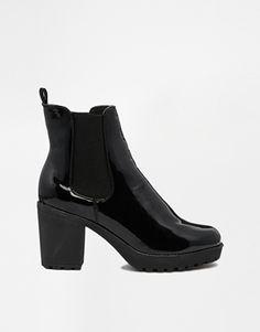Truffle – Tori – Ankle Boots in Lackoptik mit Profilsohle und Absatz