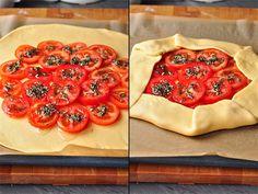 Деревенская галета с помидорами, моцареллой и тимьяном.