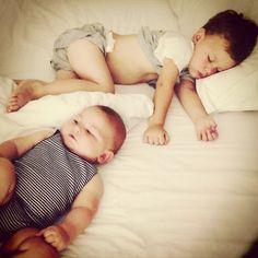 Difficile d'endormir votre enfant? Les réveils nocturnes sont fréquents? Vous êtes fatigués? Regardez dès maintenant ma méthode pour endormir mes enfants.