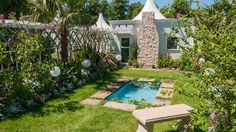 Great Gardens of the USA - The Beaches of Fort Myers & Sanibel (World Gardens); RHS Hampton Court Palace Flower Show 2017 Hampton Court Flower Show, Rhs Hampton Court, Hampton Palace, Planter Beds, Roof Structure, Southern Europe, Chelsea Flower Show, Fort Myers, Wildflowers