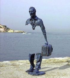 """- is """"I Viaggiatori"""" a sculpture by the artist Bruno Catalano, symbolizing the void created by leaving one's country, one's family, one's people for another life. Sculpture Metal, Lion Sculpture, Wire Sculptures, Abstract Sculpture, Statues, Famous Sculptures, Robin Wright, Fashion Painting, Outdoor Art"""
