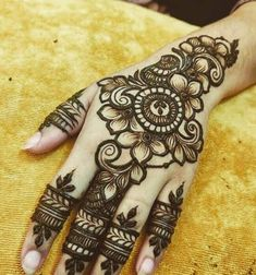 50 Most beautiful Kolkata Mehndi Design (Kolkata Henna Design) that you can apply on your Beautiful Hands and Body in daily life. Latest Arabic Mehndi Designs, Floral Henna Designs, Latest Bridal Mehndi Designs, Full Hand Mehndi Designs, Henna Art Designs, Mehndi Designs For Beginners, Modern Mehndi Designs, Mehndi Designs For Girls, Mehndi Design Photos