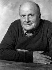 Albert Féraud fait ses études aux écoles des beaux-arts de Montpellier, de Marseille et de Paris dans l'atelier d'Alfred Janniot. Il est premier grand prix de Rome de sculpture en 1951. Entre 1950 et 1960, il exécute de nombreuses œuvres en pierre ou en bronze.