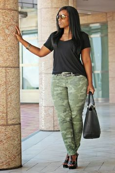 Stay Stylish While Working From Home // Inspiring Curvy Women One Outfit At A Time: Weekend Wear: Camo Jeans (via Curves and Confidence) Curvy Girl Outfits, Curvy Girl Fashion, Look Fashion, Plus Size Fashion, Autumn Fashion, Casual Outfits, Fashion Edgy, Fashion Vintage, Petite Fashion