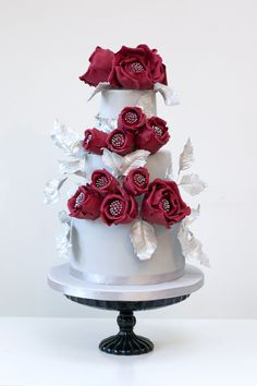 Sleeping Beauty wedding cake.  www.rosalindmillercakes.com