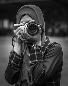 The Iconic Photography Perspective Photography, Photography Camera, Girl Photography Poses, Hijabi Girl, Girl Hijab, Hijab Dp, Hijab Niqab, Cute Camera, Girls With Cameras