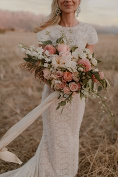 Bride, Carmen's blush bouquet Photo: @dearheartphotos Pastel Pink Weddings, Pink Wedding Dresses, Blush Weddings, Bridesmaid Dresses, Bridal Bouquet Pink, Bride Bouquets, Pastel Bouquet, Boquet, Wedding Flower Guide