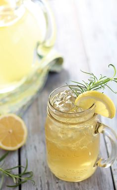 Bourbon lemonade is a refreshing cocktail you'll enjoy during the warmer months. #GottoBeNC