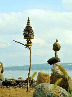 Steinkunst am See Rock Sculpture, Pottery Sculpture, Land Art, Stone Balancing, Balance Art, Art For Art Sake, Environmental Art, Cairns, Stone Art