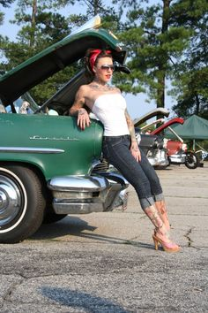 Rockabilly and Pin up Style! Rockabilly Outfits, Rockabilly Style, Moda Rockabilly, Rockabilly Fashion, Rockabilly Girls, Pin Up Vintage, Retro Pin Up, Look Vintage, Cute Fashion