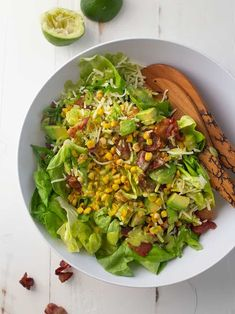 Combine three delicious things - crispy bacon, tender sweet corn, and savory avocado - and you have a fresh and totally addictive salad. Dinner Recipes Easy Quick, Easy Salad Recipes, Easy Chicken Recipes, Easy Healthy Recipes, Quick Easy Meals, Slow Cooker Carnitas, Fast Healthy Meals, Avocado Salad, Grilling Recipes