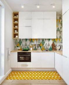 Photo d'une petite cuisine fermée pleine de vie