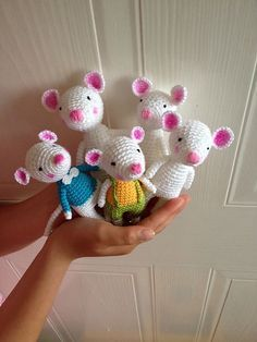 a mouse is born free crochet mouse pattern by Uljana Semikrasa on Ravelry Crochet Mouse, Crochet Amigurumi, Cute Crochet, Amigurumi Patterns, Crochet Crafts, Crochet Dolls, Crochet Projects, Knit Crochet, Crochet Animal Patterns