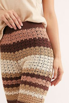 Crochet Shorts, Crochet Yarn, Crochet Clothes, Crochet Designs, Crochet Patterns, Crochet Pants Pattern, Pull Poncho, Boho Outfits, Fashion Outfits