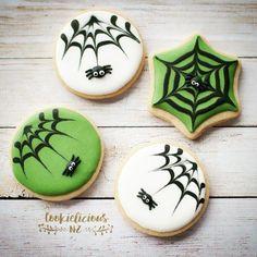 Spider Cookies, Ghost Cookies, Fall Cookies, Cute Cookies, Holiday Cookies, Halloween Cookies Decorated, Halloween Sugar Cookies, Theme Halloween, Halloween Treats