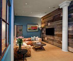 Kreative Gestaltungsidee Fpr Kleine Wohnzimmer Mit Tv Wand Aus  Holzbrettern, Wandfarbe Blau, Runder Säule