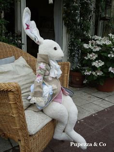 Pupezza & Co. Easter Toys, Easter Crafts, Rabbit Silhouette, Soft Toys Making, Fabric Animals, Bunny Art, Fabric Toys, Sewing Dolls, Stuffed Animal Patterns