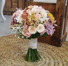 Ramo de novia de flores frescas .