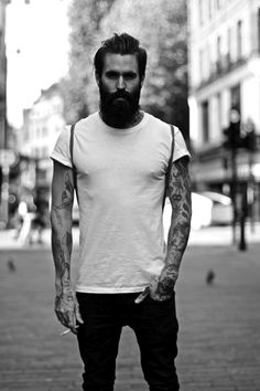 Hot bearded man with gorgeous tattoos. Sweet Lord Baby Jesus!!