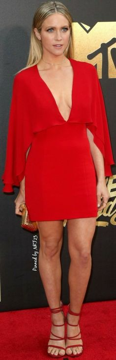 Brittany Snow Mini Dress - Britanny Snow flashed lots of skin in a plunging red mini dress by Haney at the MTV Movie Awards. Girl Celebrities, Beautiful Celebrities, Celebs, Beautiful Actresses, Beautiful Women, Brittany Snow, Brittany Murphy, Mtv Movie Awards, Snow Fashion