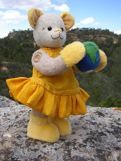 So sweet!  Looking for someone to create our Bilbo the Little Teddy Bear.  Get in touch.  MSB - an advocate for solar energy.