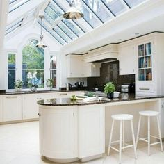 Gabled conservatory kitchen extension, bright and open! Deco Design, Küchen Design, House Design, Interior Design, Design Ideas, Open Plan Kitchen, New Kitchen, Kitchen Ideas, Kitchen Planning