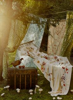 Love the idea of creating a room from sheets around the hammock Dishfunctional Designs: Eclectic Bohemian Garden Spaces
