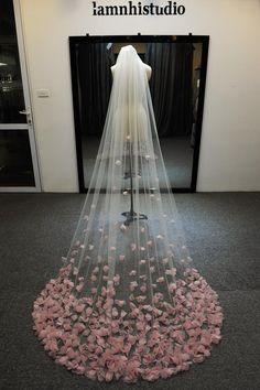 Silk Flowers, Fabric Flowers, Wedding Veils, Wedding Dresses, Wedding Headdress, Wedding Sarees, Rainbow Wedding Dress, Flower Veil, Short Veil