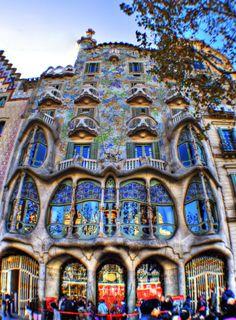 http://3.bp.blogspot.com/-zBqPNYmirUI/UwtsSm_BC8I/AAAAAAAACGA/xxJvRii1Pbs/s1600/casa-batllo-in-barcelona.jpg
