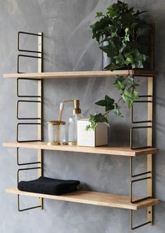 Met hoogwaardig materiaal is dit industrieel wandrek van Nancy& gemaakt en . Rustic Wooden Shelves, Industrial Wall Shelves, Wood Wall Shelf, Wall Mounted Shelves, Wooden Desk, Hanging Shelves, Ledge Shelf, Cube Shelves, Desk Shelves