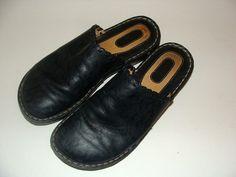 Great comfy BORN Sandals! Look!