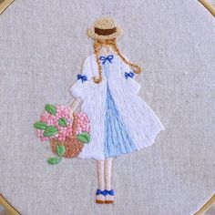 * . バレンタインの時期にチョコレートを持った女の子の刺繍をしましたが、それの夏バージョンです。 . . #刺繍#手刺繍#ステッチ#手芸#embroidery#handembroidery#stitching#needlework#자수#broderie#bordado#вишивка#stickerei