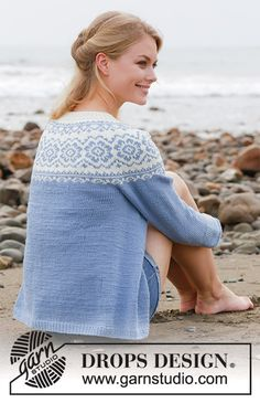 Periwinkle Jacket / DROPS - Free knitting patterns by DROPS Design Periwinkle Jacket / DROPS - Knitted jacket with round yoke, multi-colored Nordic pattern and A-shape. Size: S - XXXL Piece is knitted in DROPS Merino Extra Fine. Drops Design, Knitting Patterns Free, Knit Patterns, Free Knitting, Fair Isle Pullover, Magazine Drops, Fair Isle Pattern, Knitted Slippers, Fair Isle Knitting