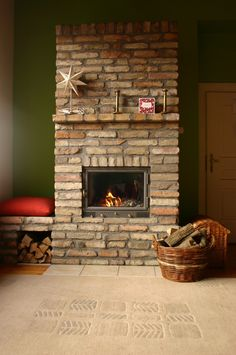Build A Fireplace, Fireplace Design, Brick Detail, Natural Building, Outside Living, Stove, Woodworking, Backyard, Living Room
