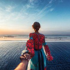 Four Seasons Resort Bali, Jimbaran. Murad Osmann, Romantic Series, Jimbaran Bali, Hold My Hand, Walk This Way, Girls Dp, Amazing Photography, Sunrise Photography, Beautiful Pictures