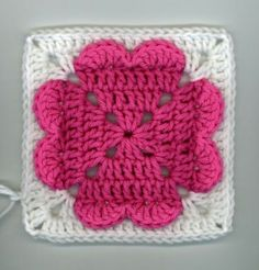 Valentine's Day will be here before you know it, so get crocheting with this free crochet afghan square pattern! This 4 Heart Square is the perfect homemade gift to give your sweetheart this year. All you need is some weight yarn and a J hook. Point Granny Au Crochet, Crochet Squares Afghan, Crochet Motifs, Granny Square Crochet Pattern, Crochet Blocks, Crochet Afghans, Baby Afghans, Blanket Crochet, Crochet Coaster