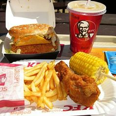 KFC Junk food Kfc Fried Chicken Recipe, Fried Chicken Sandwich, American Fast Food, Extreme Food, Boiled Food, Mouth Watering Food, Food Platters, Food Cravings, Snack Recipes