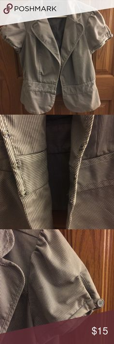 Short Sleeve Blazer / Gray & White Pinstriped Super cute, very feminine blazer...gray & white pinstriped with a slight peplum to it. Perfect for summer ☀️ Pre-loved but still in EUC / Torrid Size 1 (which I believe is equal to 14/16) torrid Jackets & Coats Blazers