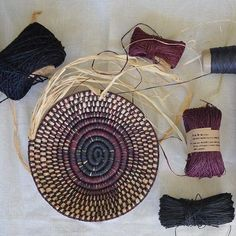 Basket weaving diy how to make pine needles ideas for 2019 Rope Basket, Basket Weaving, Pine Needle Baskets, Pine Needles, Weaving Techniques, Crafty, Design, Weave, Projects