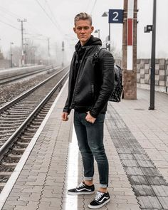 On my way to university 🎓 _______________________ Leather Jeans Men, Leather Jacket Outfits, Leather Jackets, Street Outfit, Street Wear, Fashion Moda, Mens Fashion, University Style, Urban Street Style