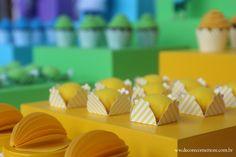 Festa Divertida Mente by Decore & Comemore // Mesa decorada papelaria e peças nas cores de cada personagem. Forminhas para docinho.