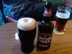 Cerveja Brains Dark, estilo Mild Ale, produzida por Brains, País de Gales. 4.1% ABV de álcool.