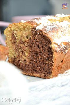 Plumcake integrale marmorizzato, un dolce genuino da colazione preparato senza grassi, con yogurt e farina integrale, con lavorazione marmorizzata.