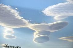 Se ven raras nubes con forma de disco en Cheshire, Reino Unido ...