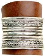 This genuine leather and metal cuff bracelet is very cool !