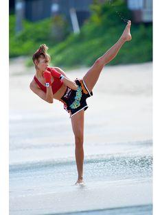 Karlie Kloss http://www.vogue.fr/mode/mannequins/diaporama/les-mannequins-du-numero-d-avril-2014-de-vogue-paris-cameron-russell/18387/image/994346#karlie-kloss-gilles-bensimon-vogue-paris-avril-2014