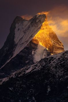 Machapuchare, 6997 m (22,956 ft.), Himalaya, Nepal