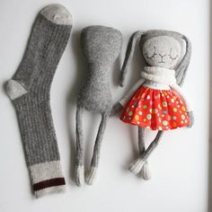 Diy Crafts - sockbunny,sculptedsock-The evolving sock sockdoll sockbunny sculptedsock sculptedsocksecrets Fabric Toys, Fabric Crafts, Sewing Crafts, Sewing Projects, Paper Toys, Sock Bunny, Sock Crafts, Diy Crafts, Sock Toys